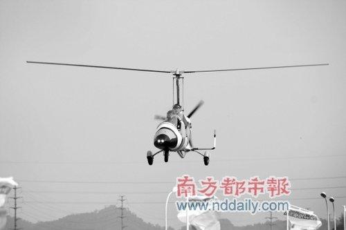 这个重量只有245公斤的小飞机售价在70万-80万元之间,耗油比私家车还