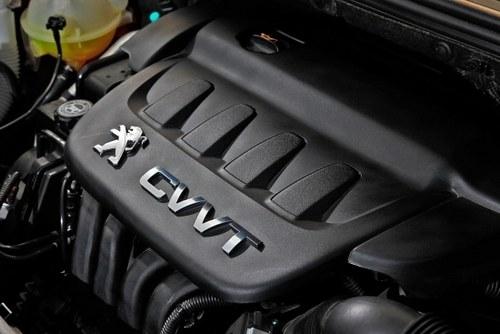 东风标致308的2.0升发动机拥有三车中最大的扭矩输出.-思域VS星骋高清图片