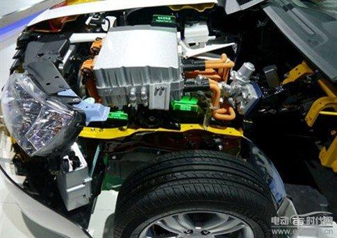 动能回收和电动空调压缩机的使用可以有效的控制电能
