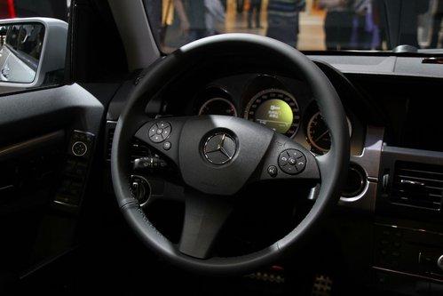 全系标配的三辐式真皮多功能方向盘与进口奔驰glk保持了高高清图片