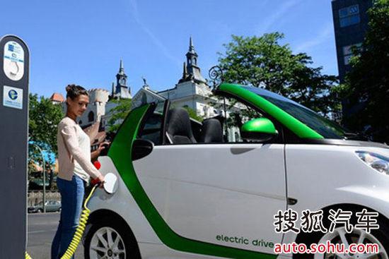 绿色时代到来 smart电动车与电动自行车高清图片