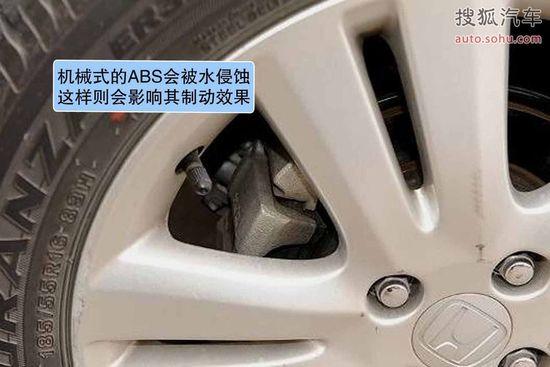 安全气囊引爆器是在危机时刻引爆安全气囊的装