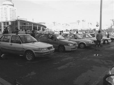 齐齐哈尔站前广场出租车乱象又起