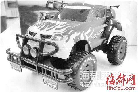 1:26丰田无线遥控越野车:该车模由日本丰田酷路泽