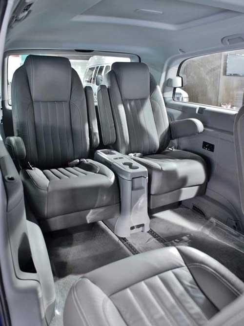 布加迪威龙美女; 原装进口奔驰商务车-布加迪威龙2014;
