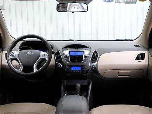 比北京现代途胜相比,该车的轴距增加了10毫米,该车的的空间表现是属于