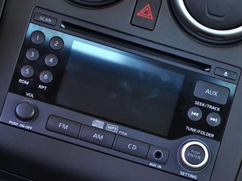 东风日产逍客配置了中控台大屏幕,能够在显示音响信息的同时显示倒车