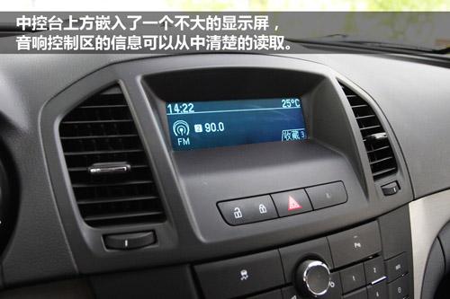 新君威全系车型标配有双区独立自动空调,并且后排带有空调出风口.