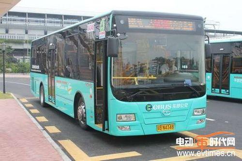 五洲龙油电混合动力客车高清图片