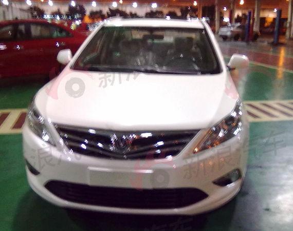 这是长安汽车启用全新品牌标识后的首款全新车型,同时也是长安在高清图片