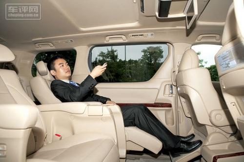 3 豪华座驾实力不容小视 试丰田埃尔法3.5高清图片