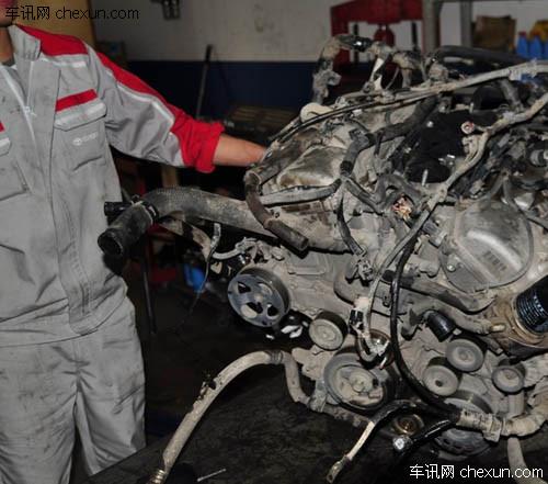 油品问题 丰田普拉多大修发动机高清图片