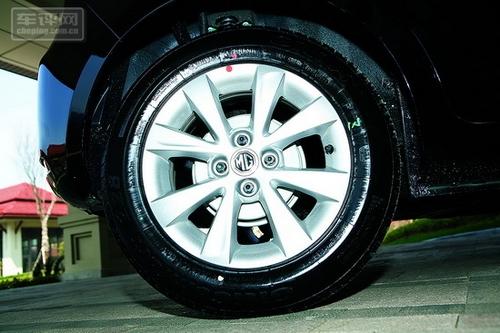 后轮采用鼓式刹车,轮胎为低噪声