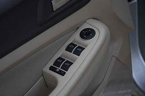 福克斯车载播放器接口电路